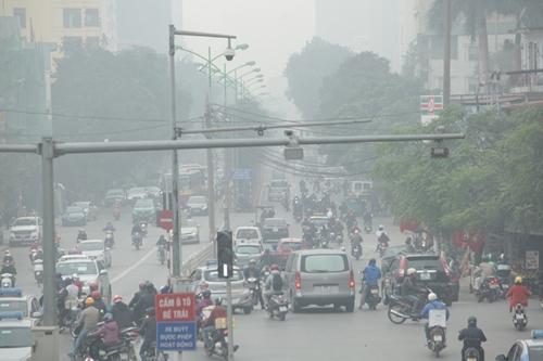 Ảnh: Giữa trưa, Hà Nội vẫn chìm trong sương mù - 6