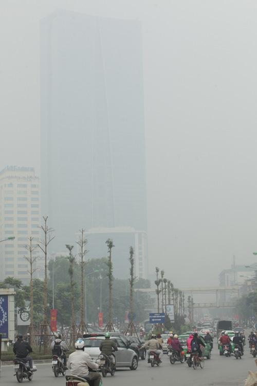 Ảnh: Giữa trưa, Hà Nội vẫn chìm trong sương mù - 7