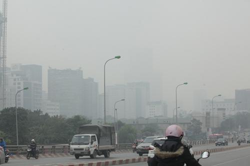 Ảnh: Giữa trưa, Hà Nội vẫn chìm trong sương mù - 9