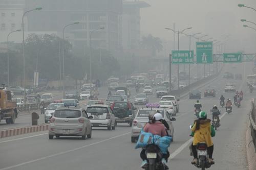 Ảnh: Giữa trưa, Hà Nội vẫn chìm trong sương mù - 10