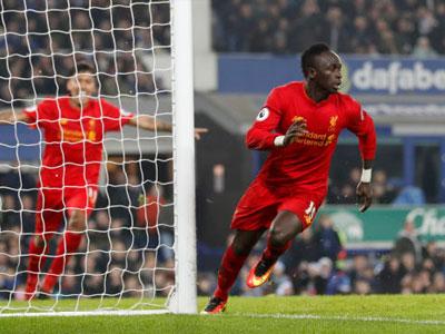 Mane lập công phút 90+4, Liverpool đánh bại Everton