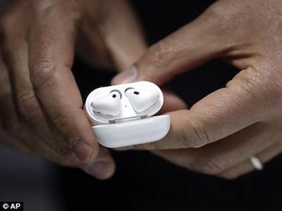 Tai nghe không dây Apple AirPods đến tay người dùng
