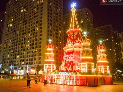 Chùm ảnh: Không khí Giáng Sinh đã ngập tràn khắp các ngõ phố Hà Nội