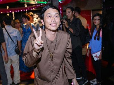 Giữa dàn sao lộng lẫy, Hoài Linh mặc áo bà ba đi ra mắt phim