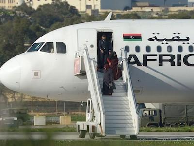5 giờ đấu trí với không tặc khống chế phi cơ Libya