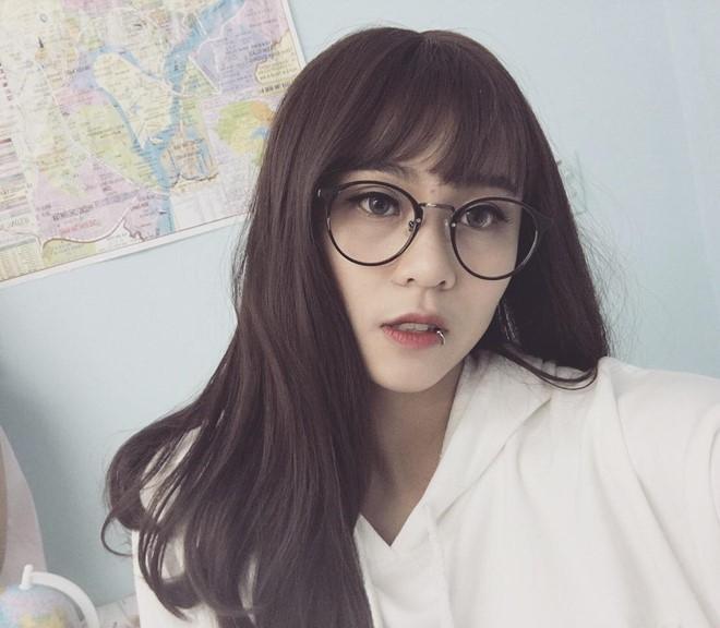 Vẻ đẹp của nữ game thủ Việt được YouTube trao nút bạc - 2