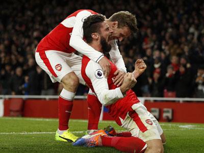 Giroud sắm vai người hùng, Arsenal đánh bại West Brom