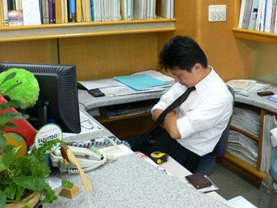 Hi hữu: Ngủ gật trong giờ hành chính, phó trưởng phòng bị đình chỉ công tác