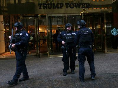 Tháp Trump sơ tán khẩn cấp, đội phá bom được huy động