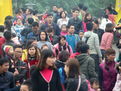 Hà Nội: Trời rét, các tụ điểm vui chơi chật kín người