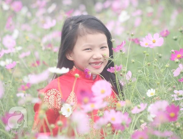 Hà Nội: Bất chấp trời lạnh và mưa, hàng nghìn người đổ về làng hoa Nhật Tân chụp ảnh - Ảnh 17.