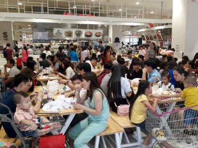 Đổ xô sắm Tết ngày cuối kỳ nghỉ lễ ở Sài Gòn, Hà Nội