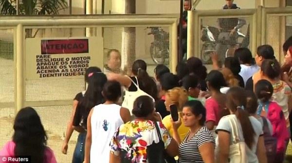 Bạo loạn trong nhà tù tại Brazil, ít nhất 80 người thương vong - Ảnh 4.