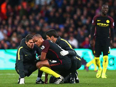 Guardiola dọa gạch tên Kompany khỏi đội hình dự Champions League