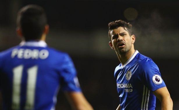 Costa va Pedro cai nhau ngay tren san hinh anh 4