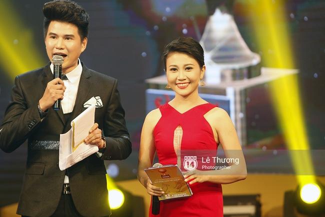 Thánh nữ bolero Jang Mi và những pha khó đỡ trong đêm Gala Quả bóng vàng Việt Nam 2016 - Ảnh 1.