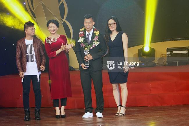 Thánh nữ bolero Jang Mi và những pha khó đỡ trong đêm Gala Quả bóng vàng Việt Nam 2016 - Ảnh 4.