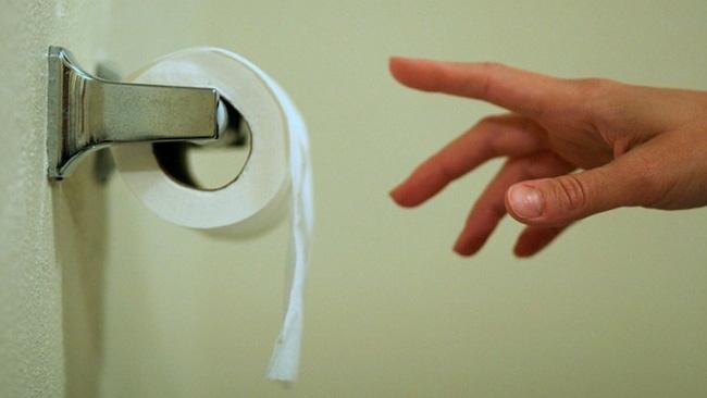 Bạn đang làm hỏng vùng kín khi đi vệ sinh mà không hay biết - Ảnh 1.
