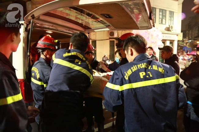 Hà Nội: Đi ăn cỗ ở tầng 4, người phụ nữ bất ngờ sinh con nhưng bị mắc kẹt vì cầu thang quá bé - Ảnh 4.