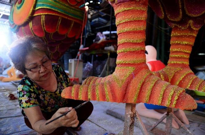 Ngắm đàn gà sẽ xuất hiện trên phố đi bộ Tết Đinh Dậu