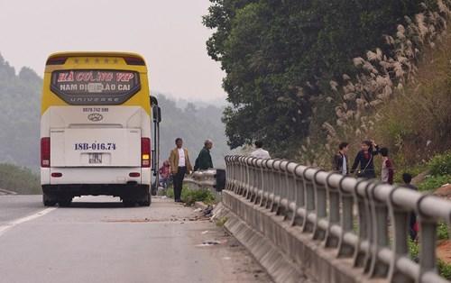 """""""Nhộn nhịp"""" bắt khách trên cao tốc Nội Bài - Lào Cai ảnh 1"""