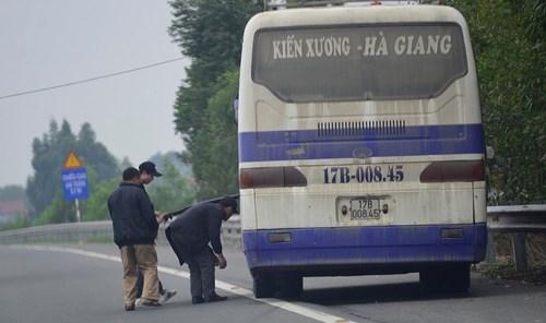 """""""Nhộn nhịp"""" bắt khách trên cao tốc Nội Bài - Lào Cai ảnh 2"""
