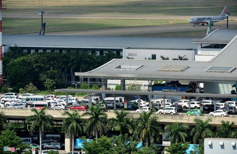 San bay Tan Son Nhat dang ket xe nghiem trong hinh anh 7