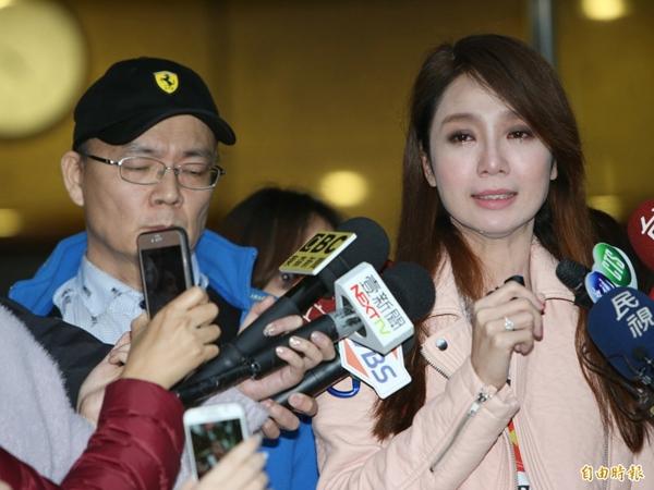 Trong làn nước mắt, Thanh Đào cho biết cô buộc phải tiết lộ sự thật vì bị mẹ đẻ tống tiền, bà dọa sẽ tung ra toàn bộ sự thật cho báo chí. Dưới sức ép này, Thanh Đào quyết định nói rõ sự thật.