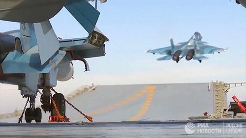 [ẢNH] Khoảnh khắc đẹp của tàu sân bay Nga tham chiến ở Syria  ảnh 7