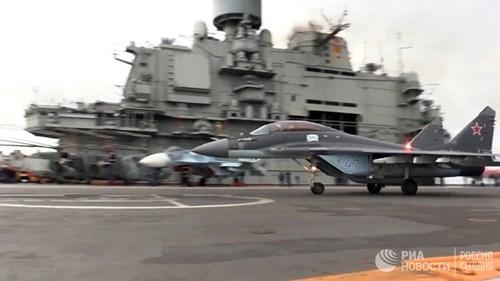 [ẢNH] Khoảnh khắc đẹp của tàu sân bay Nga tham chiến ở Syria  ảnh 14