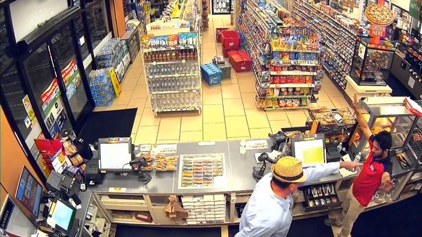 Vụ cướp lố bịch nhất quả đất: Kẻ cướp dùng ngón tay giả làm súng, uy hiếp chủ cửa hàng tiện lợi - Ảnh 3.