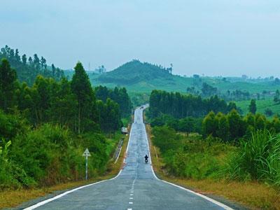 Cung đường xuyên Việt đẹp mê ly, rất ít dấu chân phượt thủ