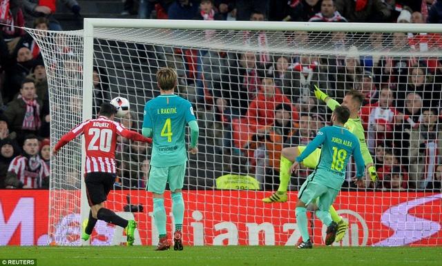 Sai lầm ở hàng thủ khiến Barca thua Bilbao ở San Mames