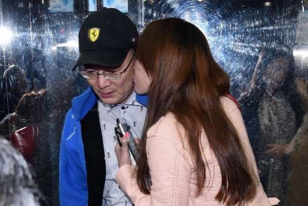 Bị tung ảnh ngoại tình, Helen Thanh Đào khóc lóc tố chồng bạo hành đến ngất lịm - Ảnh 2.