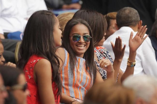 Con gái út nhà ông Obama không tham dự bài phát biểu chia tay của cha vì bận thi cử - Ảnh 6.