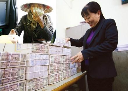 Ngân hàng Nhà nước quyết tâm hạn chế in ấn, phát hành tiền mệnh giá nhở (năm nay cảnh này sẽ không xuất hiện, ảnh lớn). Mua bán tiền lẻ mới ở Hà Nội (Ảnh nhỏ). Ảnh: Như Ý