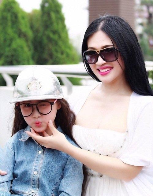 Lại thêm một bà mẹ U40 trẻ trung đến mức không thể phân biệt nổi khi đứng cạnh con gái - Ảnh 5.