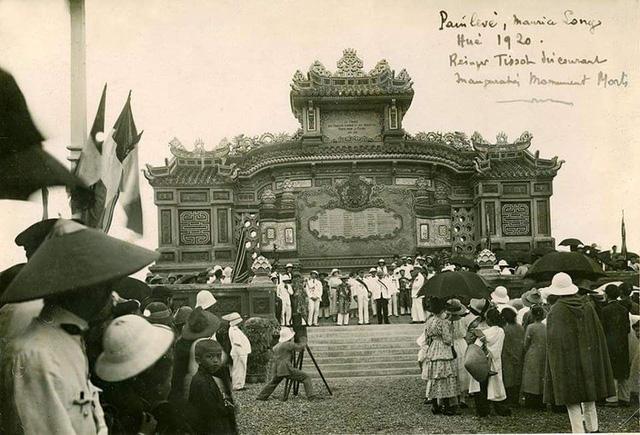 Bia Quốc Học được khánh thành vào năm 1920 (ảnh: TS. Trần Đình Hằng, Phân viện trưởng Phân viện Văn hóa nghệ thuật Việt Nam tại Huế cung cấp)