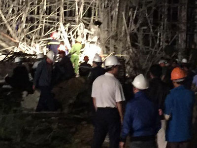 Sập công trình ở Đà Nẵng: 5 người được đưa ra ngoài