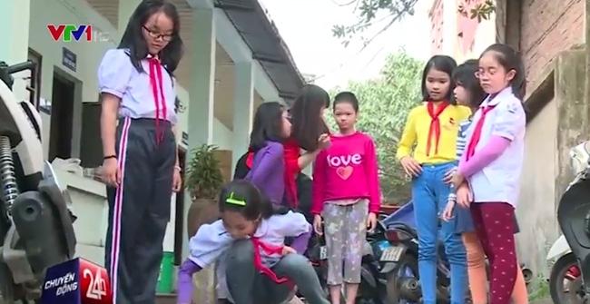 Bé gái 11 tuổi bị mẹ không cho đi học được đưa vào trung tâm bảo trợ xã hội đã nói chuyện nhiều hơn - Ảnh 1.