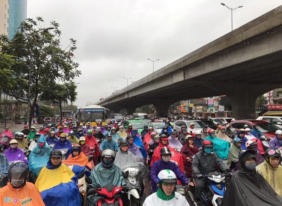 Buyt nhanh BRT 'bat luc' giua dong xe co trong mua lanh hinh anh 5