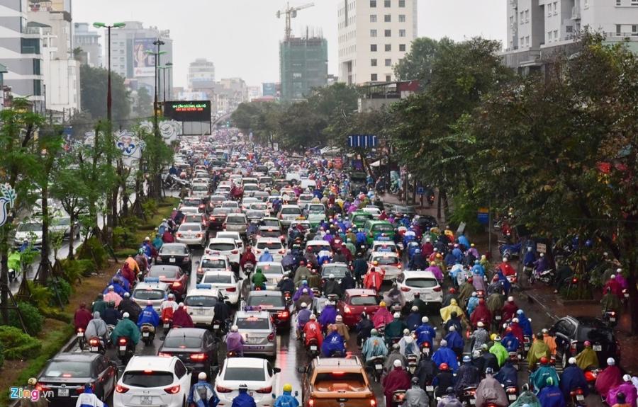 Buyt nhanh BRT 'bat luc' giua dong xe co trong mua lanh hinh anh 7