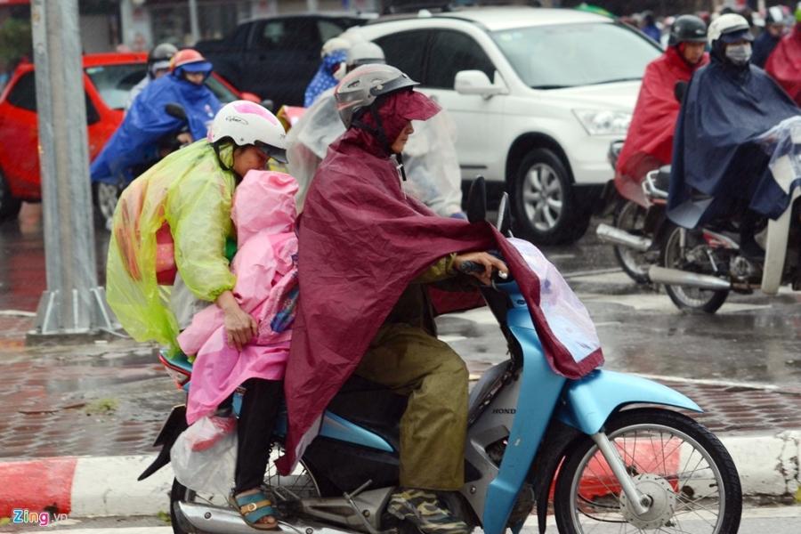 Canh khon kho trong mua ret tren duong pho Ha Noi hinh anh 10