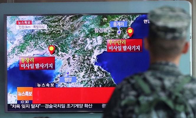 Binh sĩ Hàn Quốc theo dõi thông tin đợt thử hạt nhân của Triều Tiên hồi tháng 9.2016 ///  AFP