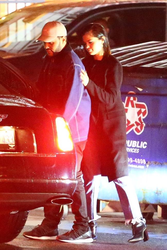 HOT: Selena Gomez lộ ảnh công khai hôn môi The Weeknd tình tứ - Ảnh 9.