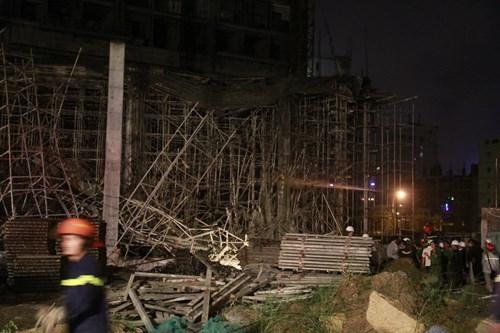 Kinh hãi với hiện trường vụ sập giàn giáo tòa nhà ở Đà Nẵng ảnh 2