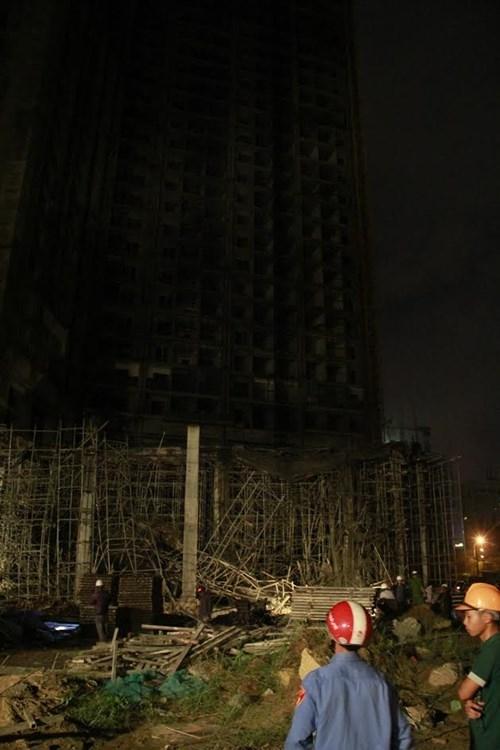 Kinh hãi với hiện trường vụ sập giàn giáo tòa nhà ở Đà Nẵng ảnh 3
