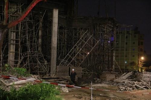 Kinh hãi với hiện trường vụ sập giàn giáo tòa nhà ở Đà Nẵng ảnh 4