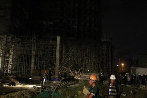 Kinh hãi với hiện trường vụ sập giàn giáo tòa nhà ở Đà Nẵng ảnh 5