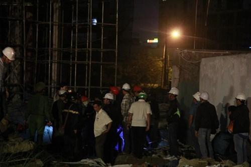 Kinh hãi với hiện trường vụ sập giàn giáo tòa nhà ở Đà Nẵng ảnh 6